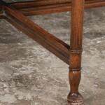 leg detail, round diningtable
