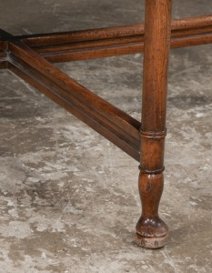 leg detail, antique round dining table